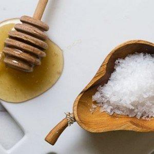 Мед и соль лечат кровоточивость десен