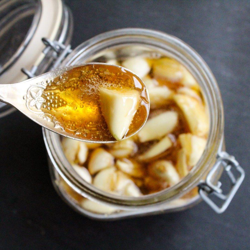 Рецепт полезной настойки (мед, чеснок)