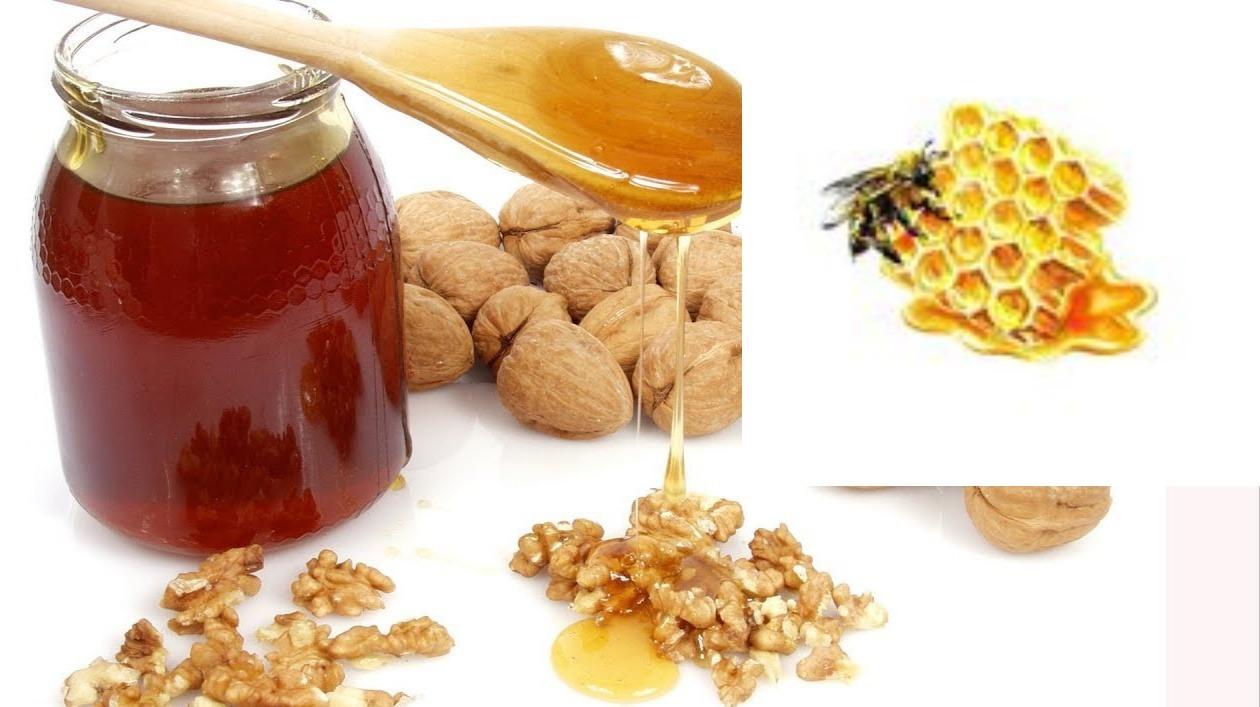 Витаминная смесь из грецких орехов и меда