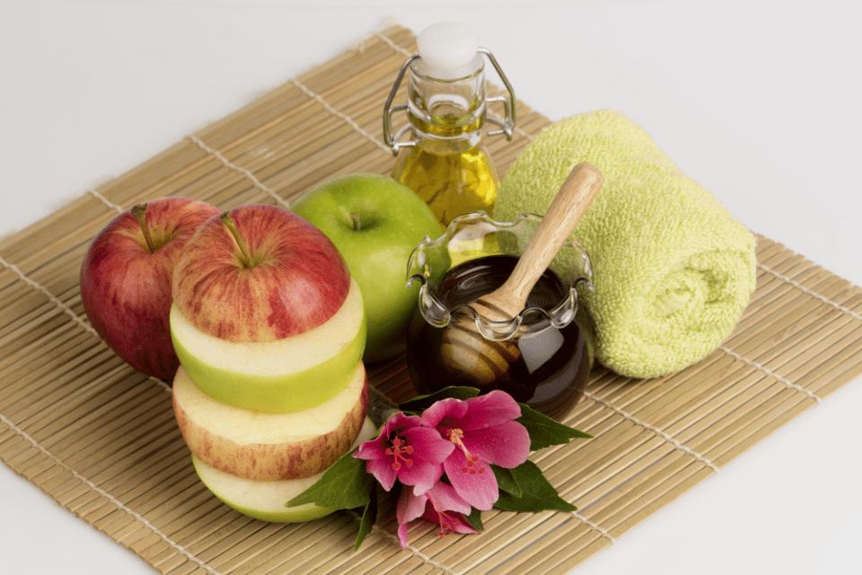 Подтягивающая маска на основе (мёда, яблока, масло оливы)