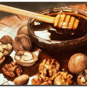 Средство для лечения заболеваний щитовидной железы (мед, грецкие орехи)
