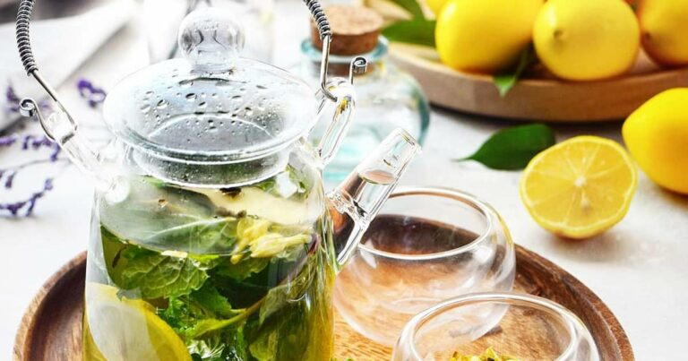 Летний напиток от простуды (мед, смородина, мята, лайм)